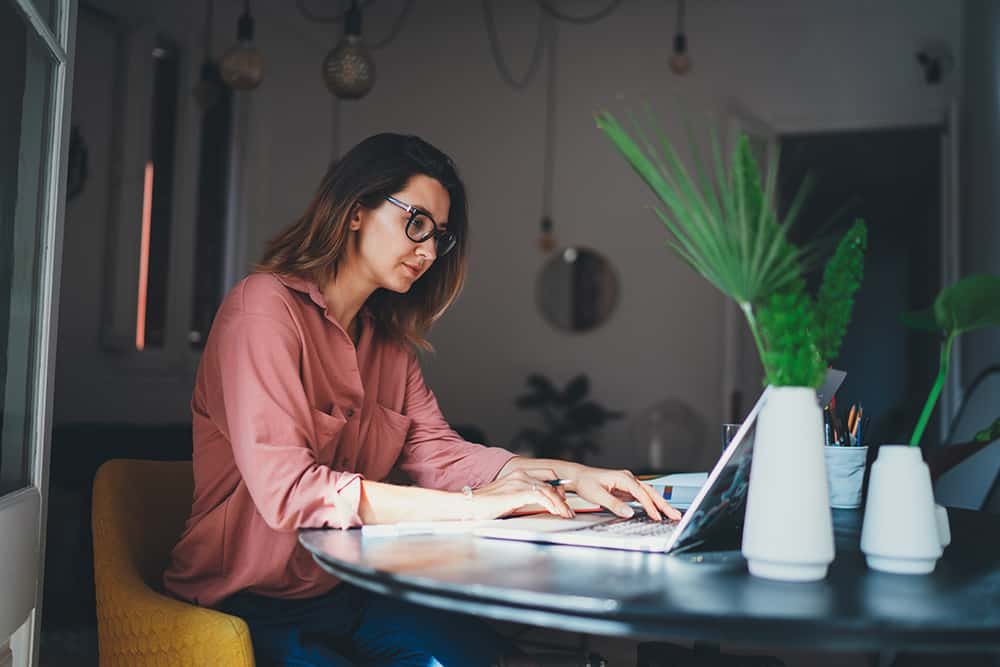 women-on-computer